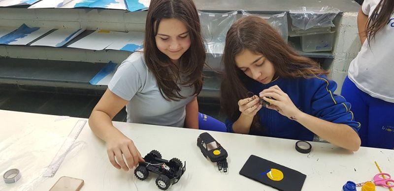 Momento Maker - Estimulando a resolução de problemas, a colaboração e a criatividade